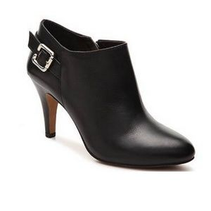 VINCE CAMUTO VAL BOOTIES BROWN 10